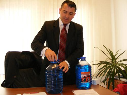 Soluțiile pentru spălat parbrize, luate la puricat de comisarii CJPC