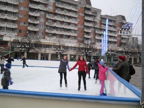 Pregătiţi-vă patinele: vom avea din nou patinoar artificial în Centrul Nou!