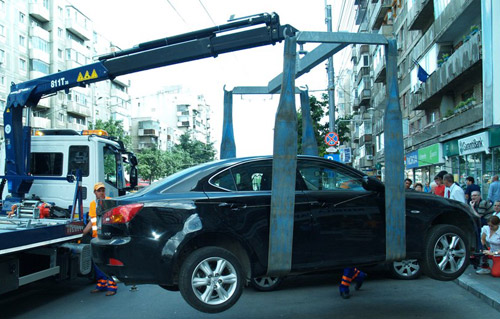 Gata cu joaca: maşinile oprite neregulamentar vor fi ridicate!