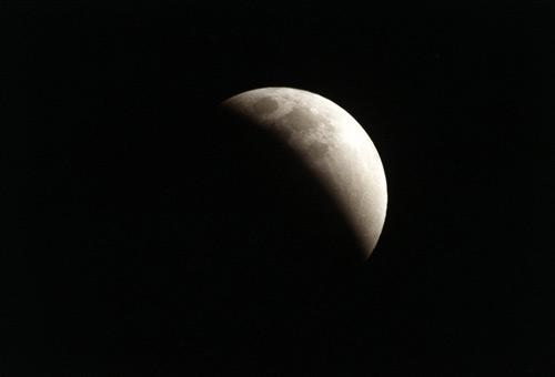Sâmbătă va fi eclipsă totală de Lună