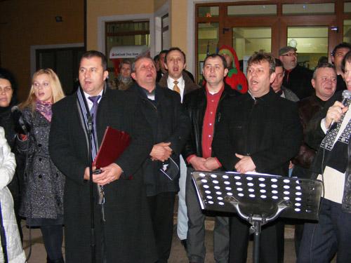 Recital de colinde româneşti şi maghiare în centrul comunei Odoreu