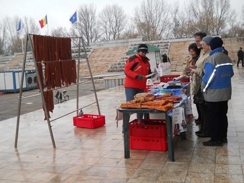 Cârnaţii, pălinca. vinul şi murăturile, vedete în piaţa de produse tradiţionale