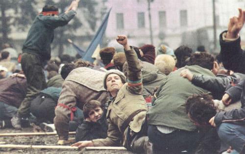 Manifestări dedicate comemorării eroilor Revoluţiei Române din Decembrie 1989