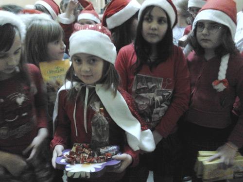 """Elevii Şcolii cu clasele I-VIII """"Grigore Moisil"""" sunt aşteptaţi la cutia Moşului"""