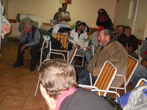 Oamenii străzii, lăsaţi şi peste zi în Adăpostul de Noapte