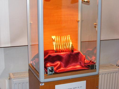 Record de vizite în 2011, la brățările regale dacice de aur de la Sarmizegetusa
