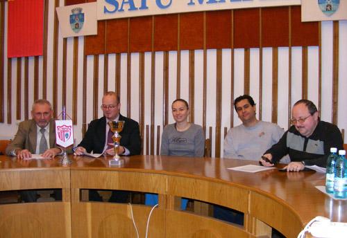 Conducerea CSM Satu Mare a prezentat trofeul câștigat de elevele lui Fleșeriu la Wasserburg