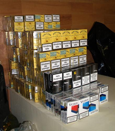 1.740 pachete de țigări descoperite asupra a două persoane