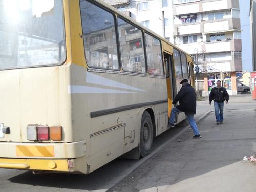 Pensionarii cu vârsta de peste 75 de ani vor circula gratuit cu autobuzele Transurban