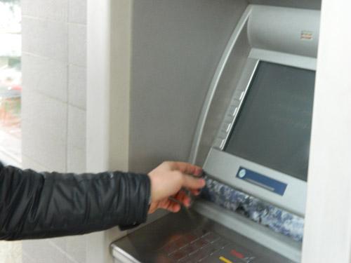 Tentativă de furt de bani din bancomate dejucată de poliţiştii sătmăreni