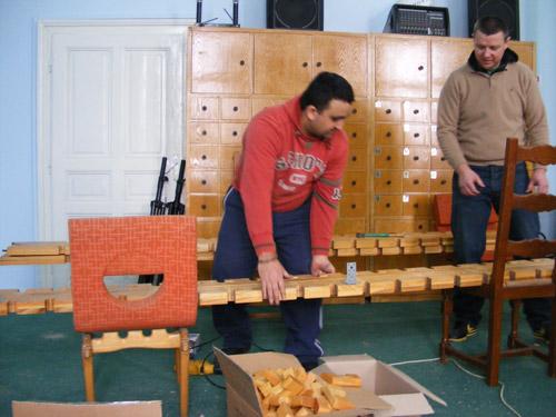 Opt deținuți implicați în acțiuni de voluntariat la Biblioteca Județeană