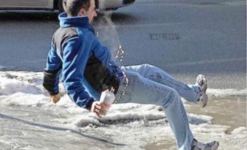 Mâini şi picioare fracturate pe gheaţă