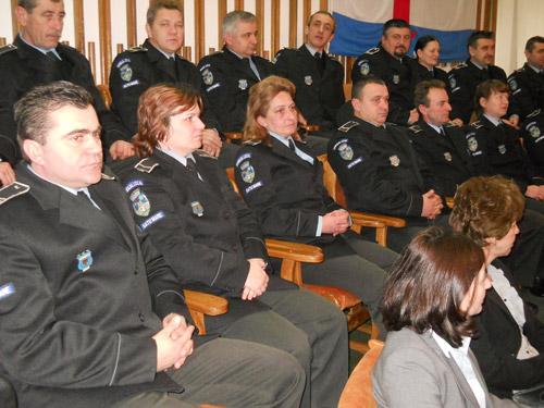 Poliţiştii locali – insuficienţi faţă de numărul prevăzut în organigramă