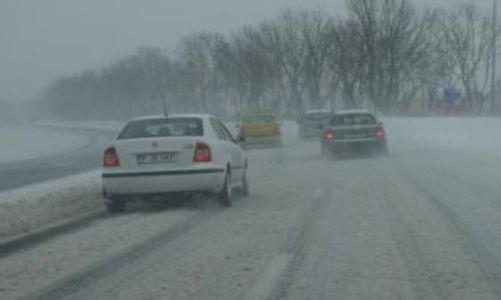 Circulaţie în condiţii de iarnă pe drumurile din judeţ