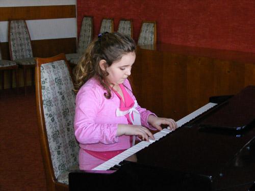 """Faza judeţeană a Concursului Naţional de interpretare pian """"Prietenii muzicii"""" 2012, şi-a desemnat câştigătorii"""