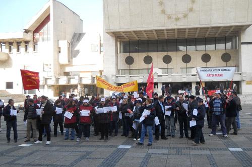 Poştaşii sătmăreni au protestat în stradă