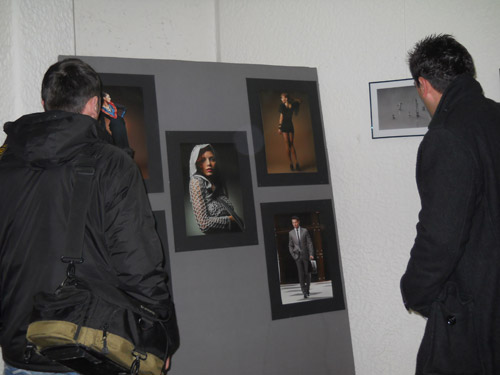 """Expoziţie """"Prisma"""", în holul Primăriei"""