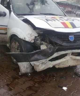 Mașină a Poliției implicată într-un accident între Turulung și Drăgușeni