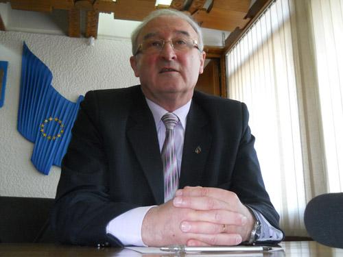 Giurcă își dă demisia și se pregătește de alegeri