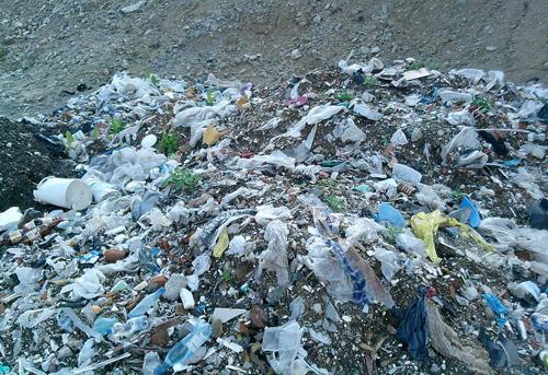 Bebeluș mort, găsit la groapa de gunoi de la Doba