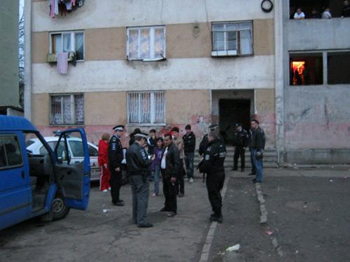 23 de locatari clandestini evacuaţi din blocul CD2 de pe Ostrovului