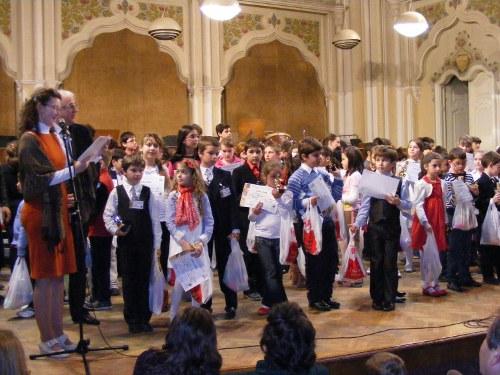 """Concursul naţional de interpretare pian """"Prietenii Muzicii"""" 2012"""