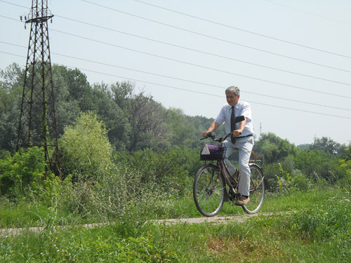 Continuă lucrările de amenajare a pistei de biciclişti