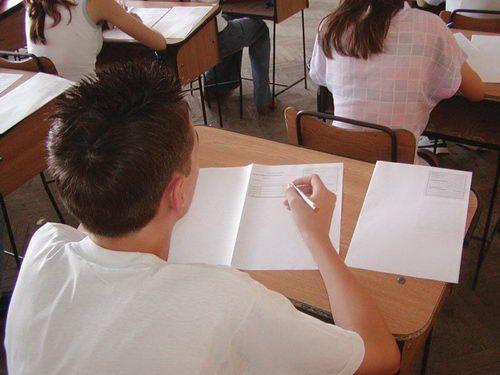 Absolvenţii de clasa a VIII-a se pregătesc de evaluarea naţională