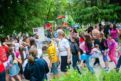 """""""1 Iunie de poveste"""" pentru peste 1.000 de copii din Negreşti-Oaş"""