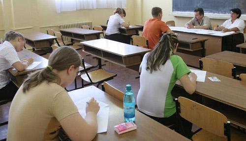 4 elevi eliminați de la Bacalaureat pentru copiere