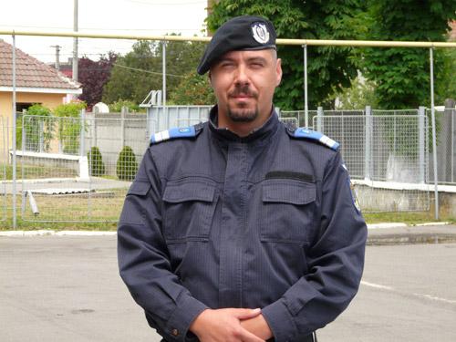 """Jandarmul recuperator de portmoneuri """"loveşte"""" din nou"""