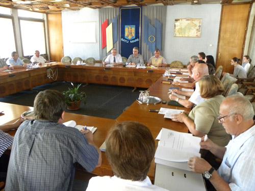Prefectul ameninţă secretarii cu comisia de disciplină