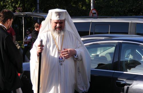 Lume multă la întâmpinarea Patriarhului Bisericii Ortodoxe Române