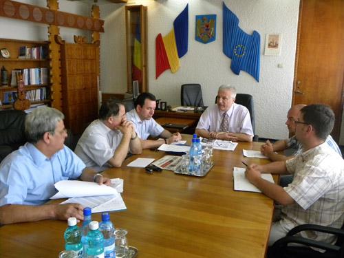 Prefectul Eugeniu Avram analizează stadiul implementării proiectelor europene