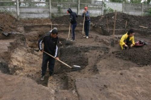 Arheologii au reînceput astăzi săpăturile la cuptoarele dacice de la Medieșu Aurit