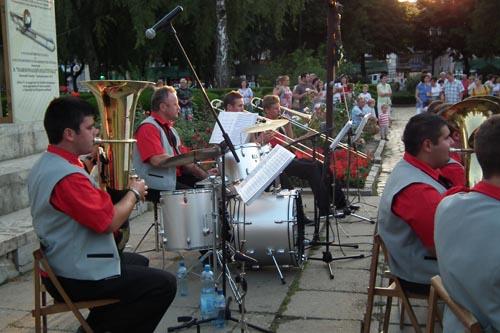 Fanfara comunității românești din Serbia va concerta duminică în Centrul Vechi al Sătmarului