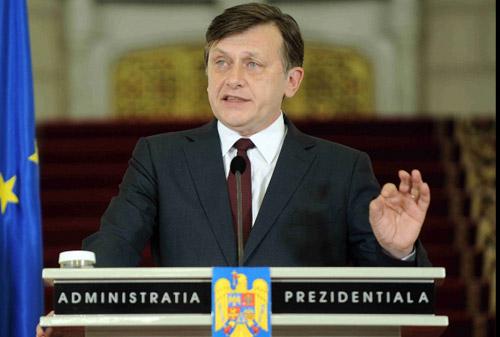 Crin Antonescu şi-a concediat consilierii