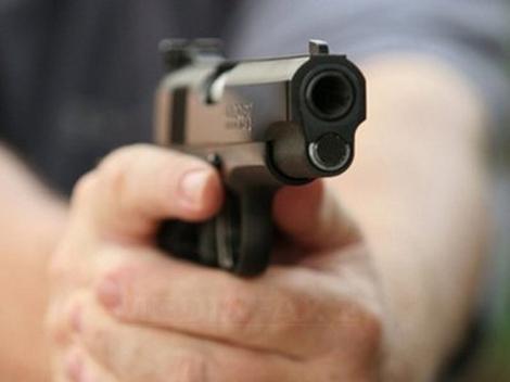 Ameninţări cu pistolul într-un club din Satu Mare
