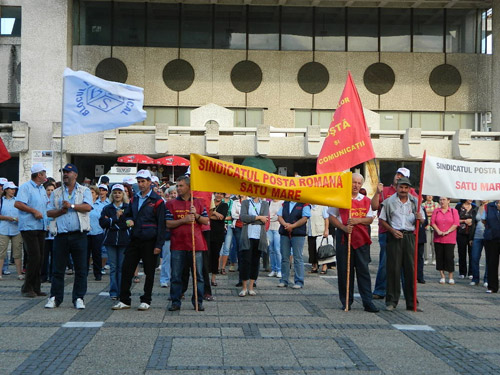 Poștașii au pichetat astăzi Prefectura Satu Mare