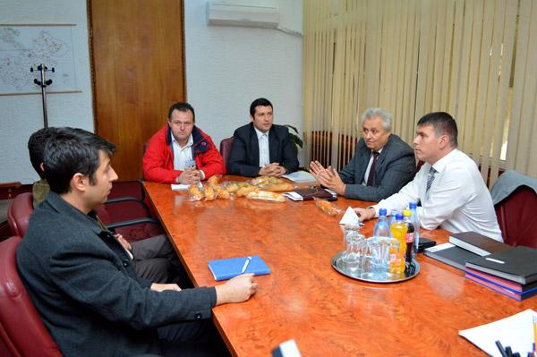 Adrian Ștef s-a întâlnit cu reprezentanții firmelor care distribuie cornurile și lactatele