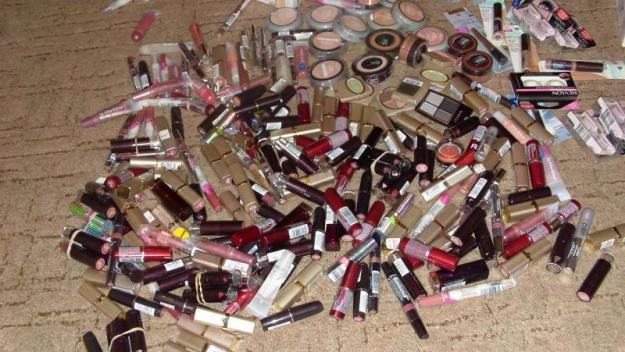 Produse cosmetice cu termenele de valabilitate depăşite, oprite de la comercializare