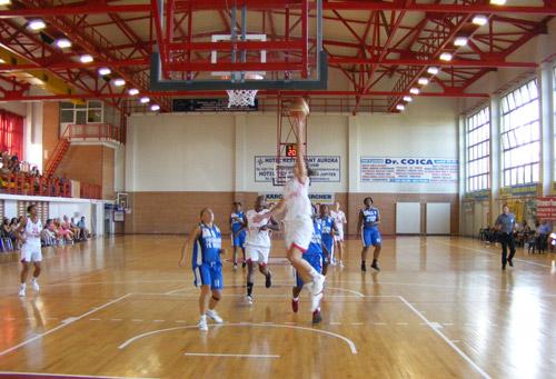 Debut excelent pentru baschetbalistele de la CSM (video – Fogel a facut scandal pe teren)