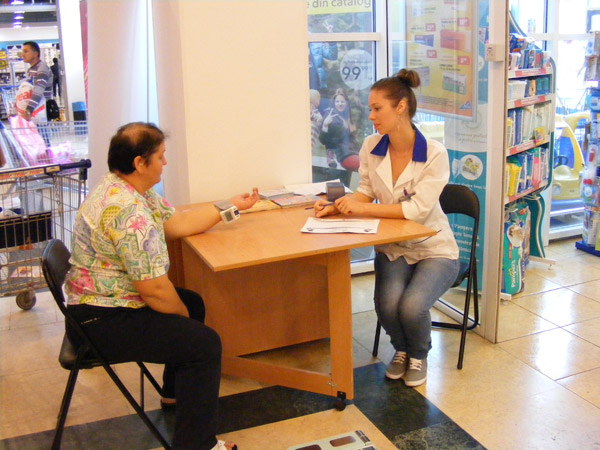 """Testări gratuite ale tensiunii arteriale în Galeria """"Real"""" din Satu Mare"""