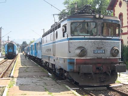 Adolescentă moartă după ce a căzut din trenul Satu Mare-București