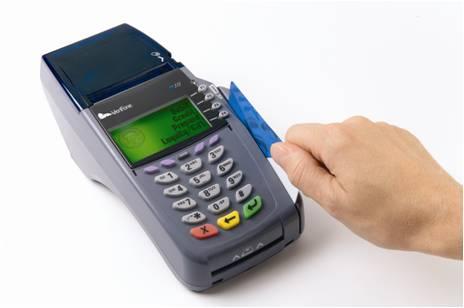 Eroare la Raiffeisen Bank: Sute de persoane s-au trezit cu conturile goale