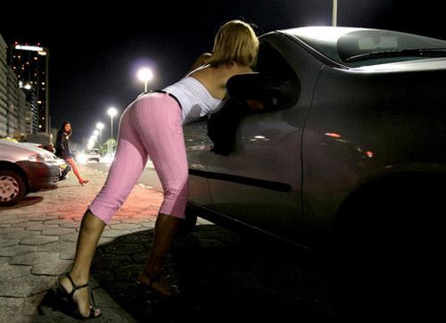 Proxenet reținuți de poliţiştii