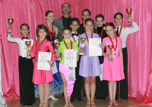 """Opt medalii pentru dansatorii de la """"Royal Dance Club"""", la concursul național de la Arad"""