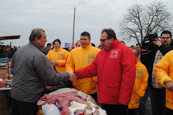 """Medieşenii către Valer Marian: """"Scăpaţi-ne de pedelişti şi de Băsescu!"""""""