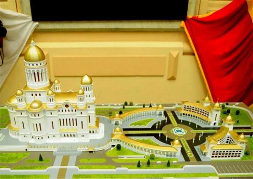 Catedrala Neamului: turlă zgârie-nori, săli polivalente şi apartamente