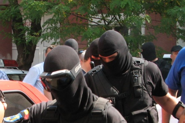 Tâlhari reţinuţi de poliţişti